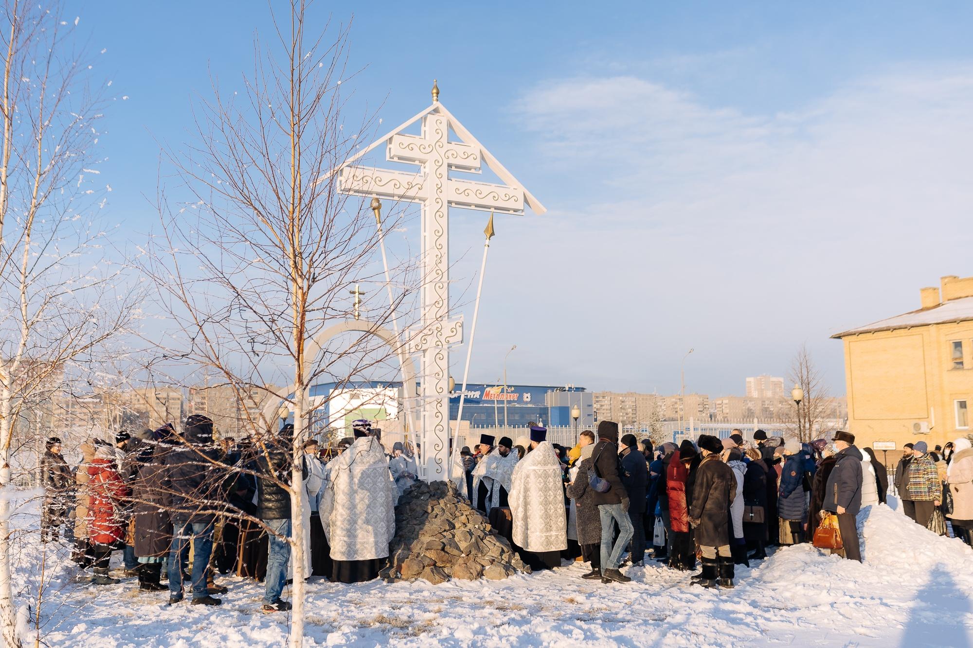 Освящение поклонного креста в память о погибших 31 декабря 2018 года при обрушении дома в г. Магнитогорске